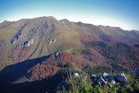 En bas, le Col de Spandelles surplombe par le Soum de Granquet