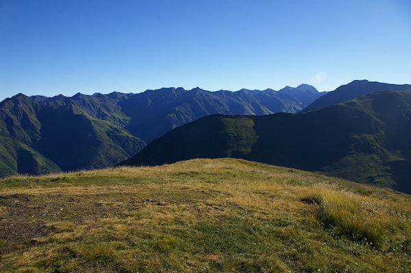 Au dernier plan, les crêtes menant au Pic du Midi de Bigorre
