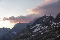 Pic Rouge de Pailla, Astazous, Pic du Marbore et Pic des Sarradets dans les premieres lueurs du soleil