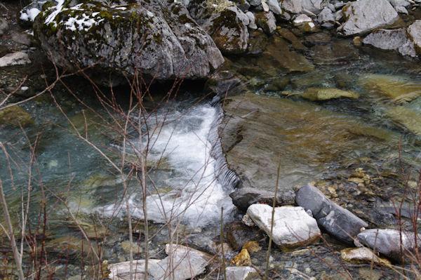 Petite cascade dans le gave d_Arrens