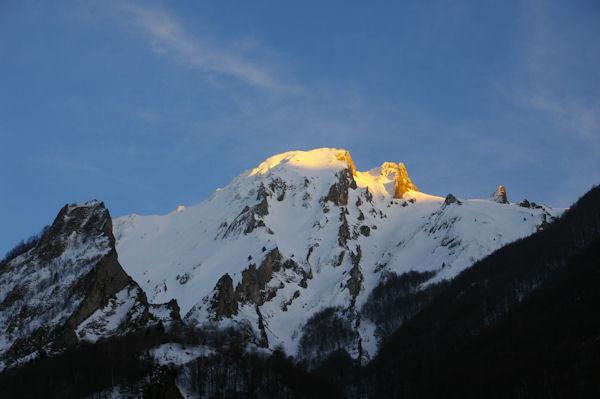 Le Pic du Midi d_Arrens éclairé des dernier rayon du soleil