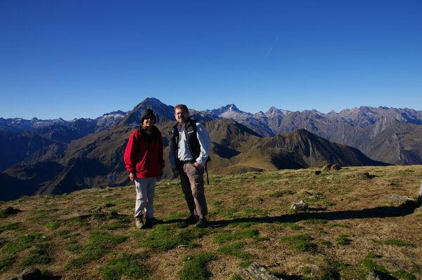 Marie Françoise et Frédéric au Pic du Cabaliros, juste à droite le Balaïtous