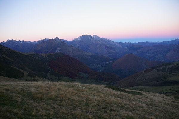 Les Gabizos au levé du soleil depuis les flancs du Pic Arraillé