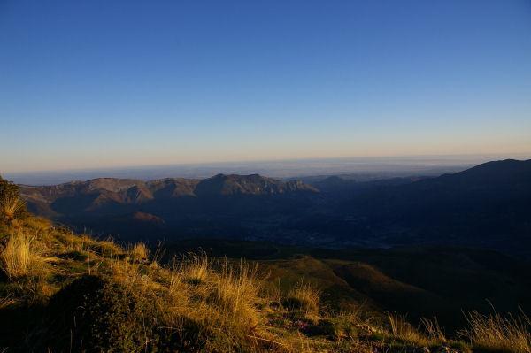 Les premiers rayons du soliel éclairent le Pic de Pibeste depuis le Pic Arraillé