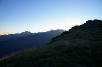 Les silhouettes du Pic du Midi de Bigorre au centre et du Pic de Montaigu a gauche depuis le Pic Arraille