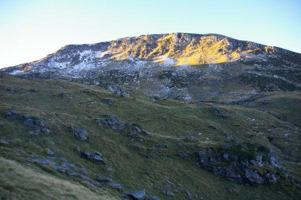 Le Pic du Cabaliros un peu enneigé depuis le Clot de la Touette