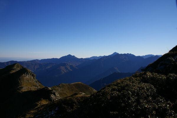 Le Pic du Midi de Bigorre au centre et du Pic de Montaigu à gauche depuis la crête menant au Pic du Cabaliros