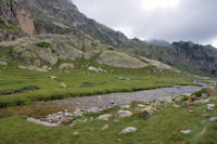 Le ruisseau descendant des Lacs de Cambales