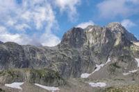 Le Pic de Cambales et dans les nuages, la Pene Aragon