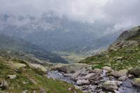 Le gave de Cambalès, au fond, la vallée du Marcadau