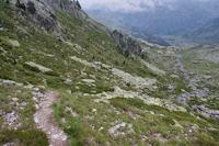 Descente de la vallée du gave de Cambalès, au fond, la vallée du Marcadau