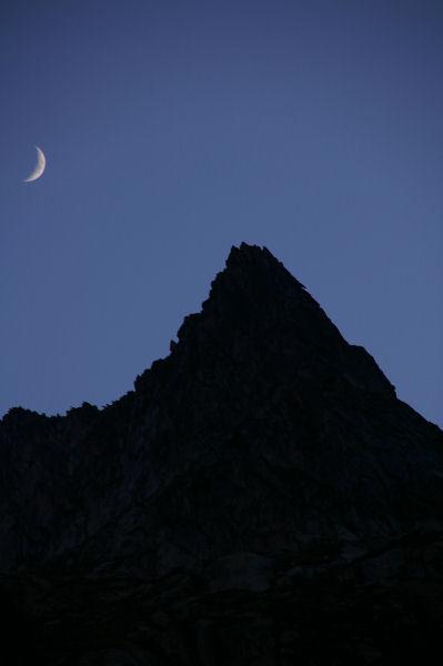 Une nuit sous la silhouette des pics d&#39Estaragne