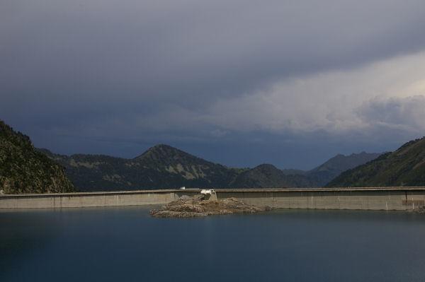 Le barrage de Cap de Long & le soum de Monpelat au centre