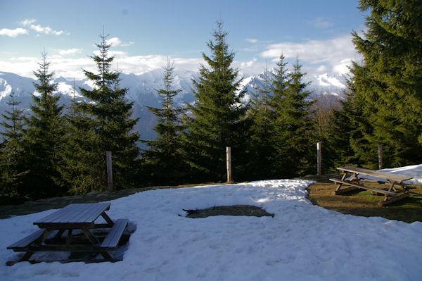 Vue sur les crêtes dominant le Val d_Azun depuis le Col de la Serre