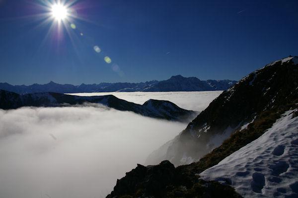 En prenant pied sur la crête Est du Cap Nestès, la vallée d&#39Arreau est sous les nuages