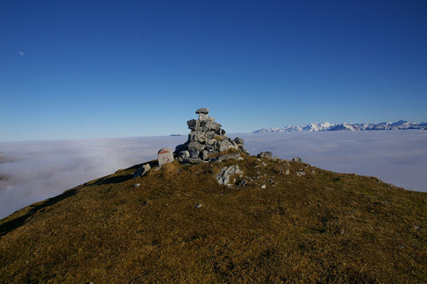 Le cairn sommital du Cap de Nestès
