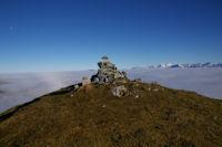 Le cairn sommital du Cap de Nestes