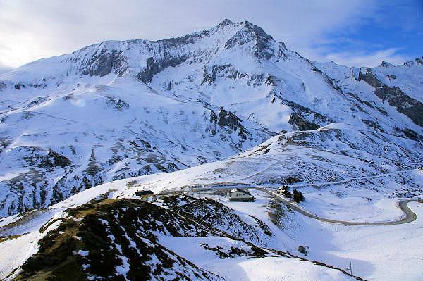 Vue du Col du Soulor et au fond le Petit Gabizos