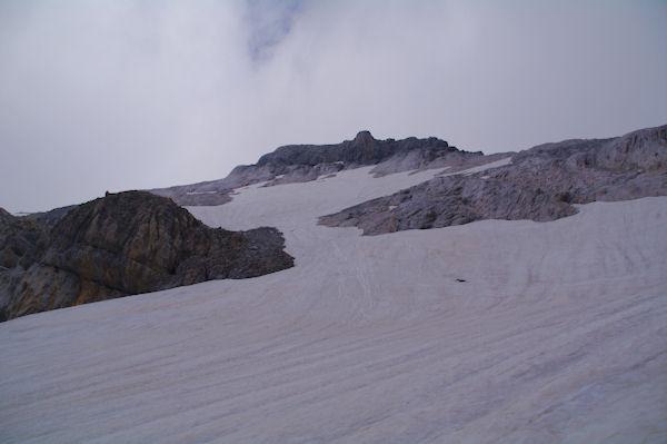 La montée enneigée au Casque du Marboré