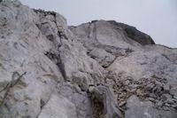 Petite escalade dans la montee finale au Casque du Marbore