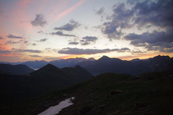 Au premier plan, Le Pic de Tentes et le Pic de la Pahule, derrière, le Piméné, au fond le massif du Néouvielle