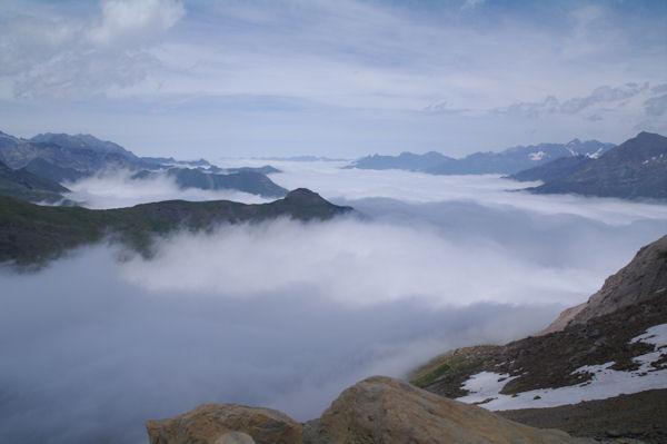 La vallée de Gavarnie sous les nuages, le Pic de la Pahule qui domine