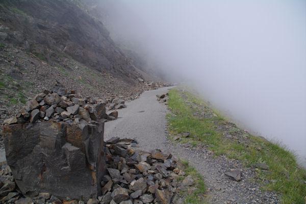La route de Col de Tentes au Port de Boucharo encombré de rochers