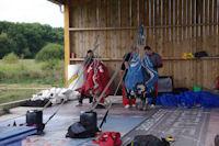 La salle de pliage des parachutes de l_aérodrome de Castelnau Magnoac