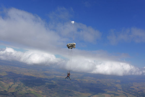 Ouverture du parachute pour Camille