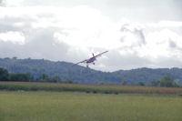 Le Pilatus à l_atterrissage sur l_aérodrome de Castelnau Magnoac
