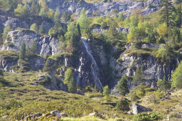 Cascade d'un ruisseau descendant de la crête Fachon