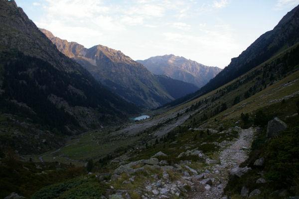 La vallée du gave d&#39Arrens, le lac de Suyen et le Gabizos au fond