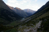La vallee du gave d&#39Arrens, le lac de Suyen et le Gabizos au fond