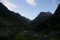 La vallee superieure du gave d'Arrens, au fond, le port de la Peyre St Martin et le Pic Soulano qui s'eclaire