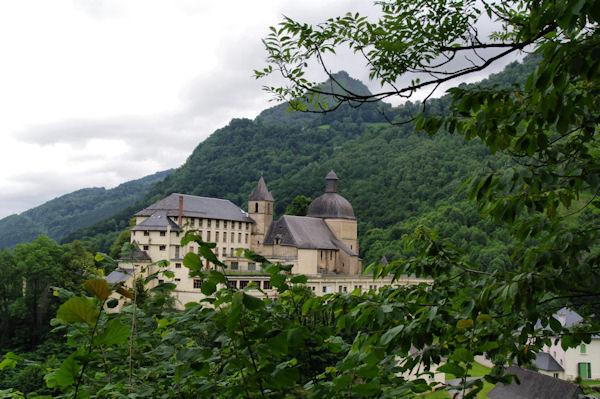 La Chapelle de Pouey Laun depuis le cheminde la reine Hortence
