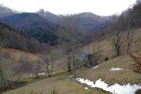 En remontant le vallon du Riutou, au fond, la vallee du Bergons dominee par le Soum de Granquet et le Soum de las Escures dans les nuages