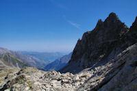 Le Val d'Azun, a droite, la derniere des Piques de l'Arriougrand