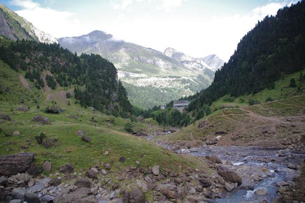 La vallée de Gavarnie depuis l_intérieur du Cirque