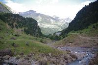 La vallee de Gavarnie depuis l'interieur du Cirque