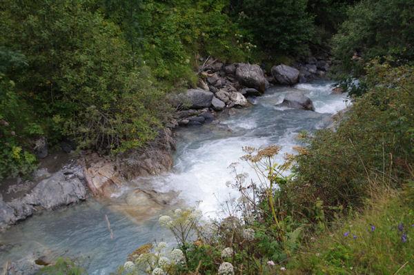 Les eaux bleues du Gave de Gavarnie