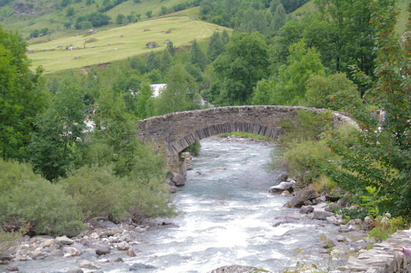 Le Pont de Nadau sur le Gave de Gavarnie