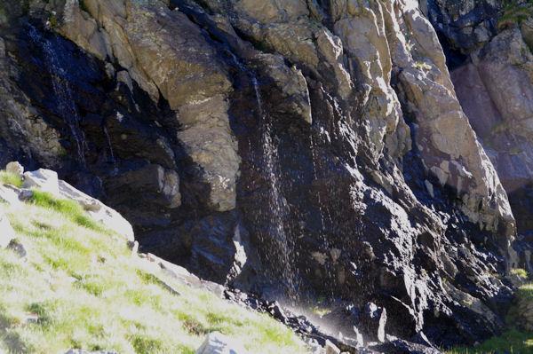 Petite cascade sur la crête Est du Cylindre d_Estaragne
