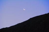Lever de lune au petit matin dans le vallon d'Estaragne