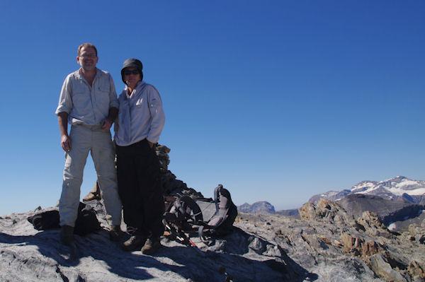 Marie Françoise et Fred au sommet du Pic d_Estaragne