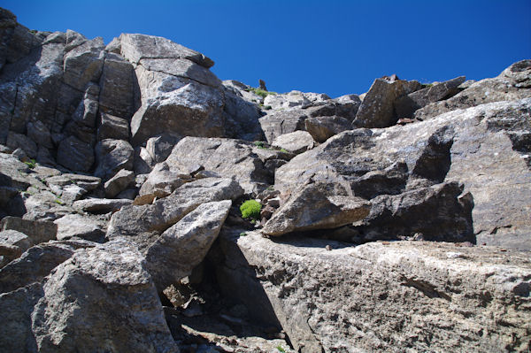 La cheminée permettant de passer la barre rocheuse pour accéder au Pic d_Estaragne