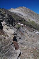 La barre rocheuse sous la crete Nord du Pic d'Estaragne