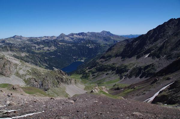 Le vallon d_Estaragne, en bas, le lac d_Oredon