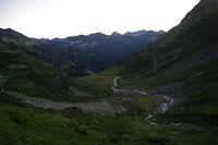 En s'elevant au dessus du vallon d'Estaragne