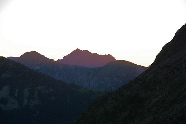 La pointe de l_Arbizon au lever du soleil