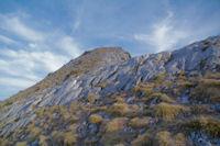 Petite barre rocheuse sur l'ante-cime du Pic d'Estibete